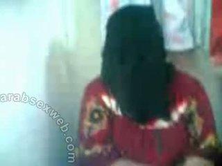 Arab hottie σε hijab exposes pussy-asw577