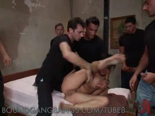 Brutale seks simultan i një filthy kurvë