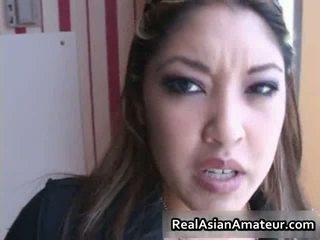 Asiática beauty sucks bigcock en un airport