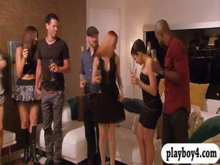 Swinging couples enjoying erotico giochi in playboy mansion