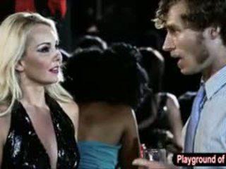Сексуальна білявка краля aaliyah любов трахання a nerd в the клуб