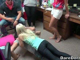 California 學院 女孩 partying