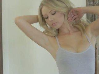 Tiffany toth - playboy - khỏa thân bắn