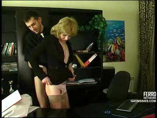 Sekss ar cd uz birojs