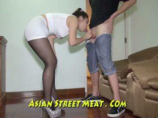 Encadenada hasta podgy asiática piglet