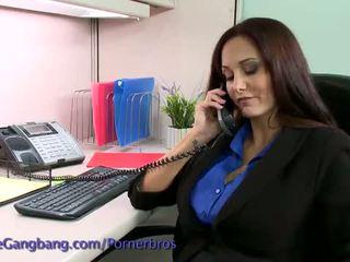 Kink: bruneta zneužité podľa ju práca colleagues