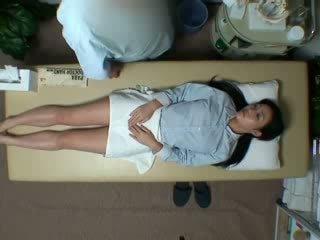 Spycam reluctant vợ seduced qua masseur