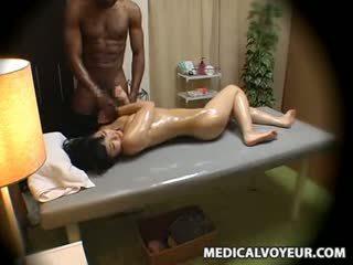 Asawang babae molested by itim masseur
