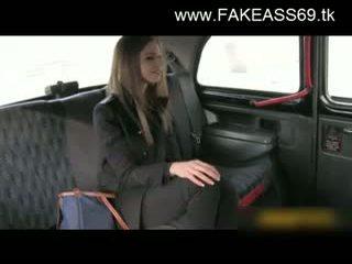 큰 titted 금발의 엿 단단한 로 fake taxi driver