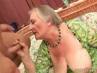 Muy viejo pechugona abuelita enjoying caliente sexo