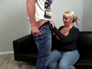 मेच्यूर curvy मां fucks युवा न उसकी बेटा: फ्री पॉर्न 92
