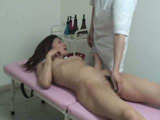 צעיר אישה בוגד עם massager וידאו