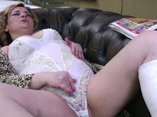 Trưởng thành aunty với broken chân và khát ass và âm hộ