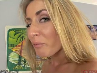 Sborra eating bionda abby croce scopata in throat