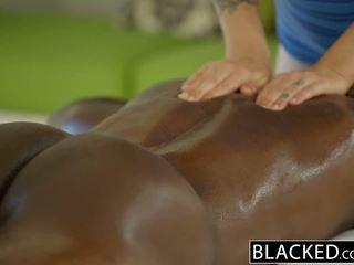 Blacked gyönyörű szőke karla kush loves massaging bbc