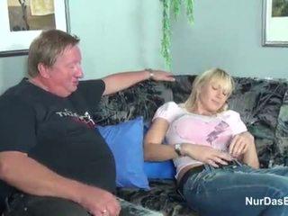 E shëndoshë stepdad i kapuri e tij hap vajzë dhe qij të saj pidh - më shumë në hotcamgirls24.com