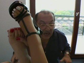 Aebn etero vod: graziosa brune ottenere fingered da vecchio guy