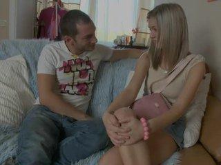 Jovem grávida gaja gets a foder surpresa