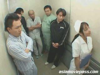 嬌小 日本語 護士 在 elevator 濫用