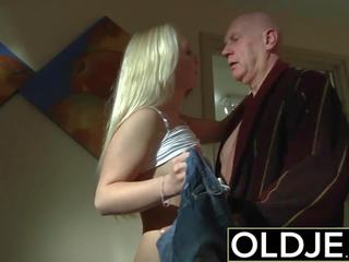 أقرن صباح جنس قديم شاب الاباحية صديقة gets مارس الجنس