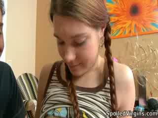Nina liked kuidas the täkk playeed koos tema rinnanibud.