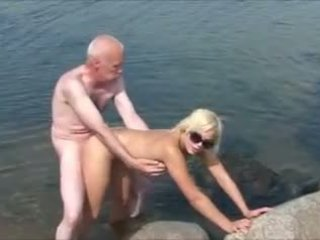 Old man mlada dekleta 2