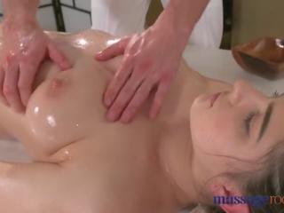 Massaaž rooms kuum brünett has squirting orgasm enne hea keppimine