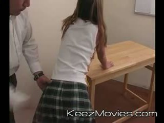 Kimberly ado spanked pour sommeil en classe - train wreck
