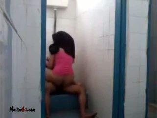 Hijab jilbab seks di toilet