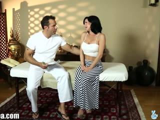 Trickyspa veronica avluv gets basah untuk masseur