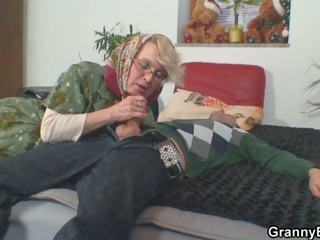 Lonely 70 years i vjetër gjysh slammed nga prapa: pd porno 50