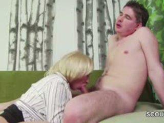 18yr gammal tyska pojke förför step-mom masturbation och fan