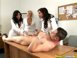 Tytöt having hauska alasti