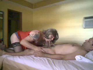 Menghisap dan seks / persetubuhan motions dengan yang crossdresser