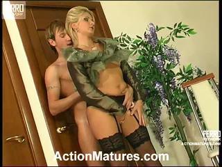 Agatha a rolf zlý mamma uvnitř akce