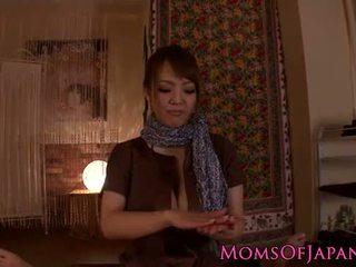 Hitomi tanaka gives sensual pov masaje