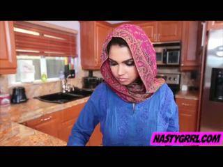 Hijabi jente ada has til suge pikk og obey