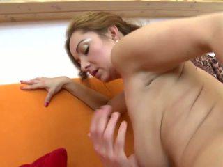 Дивовижна зріла не мати fucks її молодий lover: hd порно 5b