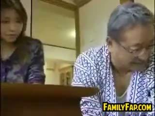 Aasialaiset vaihe tytär kanssa the vanha mies