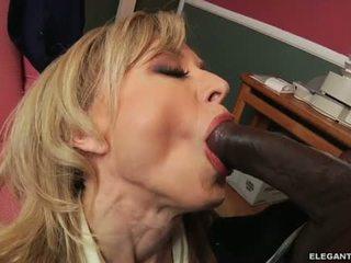 เซ็กส์ระหว่างคนต่างสีผิว ก้น ด้วย แม่ผมอยากเอาคนแก่ nina hartley