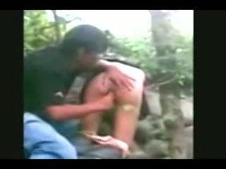 Indonesia- jilbab hijab gadis fucked oleh bf dalam yang hutan