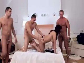 قذر فتاة aisha san brutaly مارس الجنس مع ثلاثة كبير شاق cocks