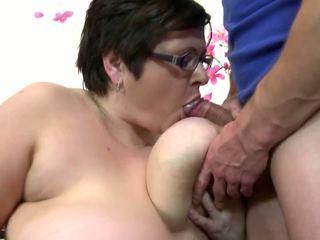 Голям възрастни мама смуча и майната млад късметлия момче: безплатно порно 4c