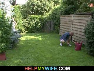 Vợ fucked lược qua các gardener với chồng đó