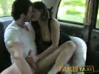 Faketaxi คนเสปน คู่ มี ร้อน เพศ ใน กลับ ของ taxi