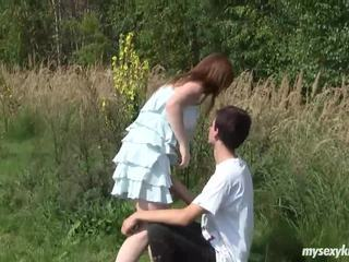 Vollbusig teen charlotte gets nailed outdoors