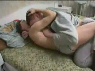 Пиян мама прецака от тя син