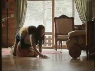 역할 놀이 (2012) 섹스 장면