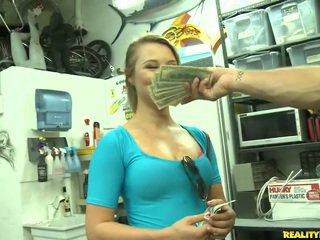 Jmac convinces lindsay pentru merge toate the cale pentru o bani