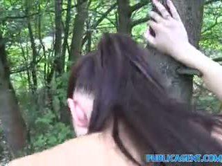 Publicagent brunette babe gets knullet outdoors i henne yoga pants